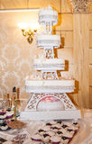 Bolo de casamento branco Fotografia de Stock Royalty Free