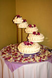 Bolo de casamento cinco estratificado Fotos de Stock Royalty Free