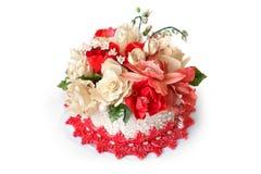 Bolo de casamento com flores vermelhas Fotografia de Stock