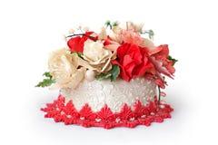 Bolo de casamento com flores vermelhas Fotos de Stock Royalty Free