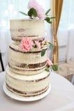 Bolo de casamento com rosas vermelhas Alaranjado Foto de Stock Royalty Free
