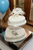 Bolo de casamento dado forma coração Fotos de Stock Royalty Free