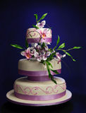 Bolo de casamento do Lilac Foto de Stock Royalty Free