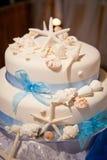 Bolo de casamento do tema da praia com estrela do mar e shell Fotografia de Stock