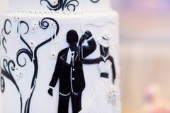 Bolo de casamento dos noivos Foto de Stock Royalty Free