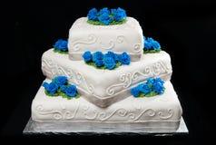 Bolo de casamento a três níveis Fotos de Stock Royalty Free