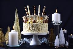 Bolo de chocolate branco do ano novo feliz Imagens de Stock
