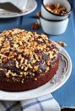 Bolo de chocolate com beterrabas, laranjas e nozes Fotografia de Stock