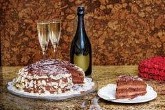 Bolo de chocolate com champanhe Imagens de Stock Royalty Free