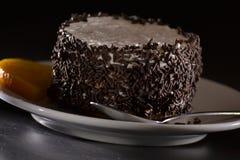 Bolo de chocolate com laranja Fotos de Stock Royalty Free