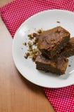 Bolo de chocolate com nozes Imagens de Stock Royalty Free