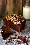 Bolo de chocolate com porcas Fotos de Stock