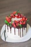 Bolo de chocolate, cozinhado em casa imagens de stock royalty free