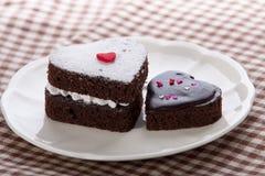 Bolo de chocolate dado forma coração Imagem de Stock Royalty Free