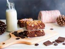 Bolo de chocolate das brownies do caramelo imagens de stock
