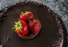 Bolo de chocolate de Straberry Foto de Stock
