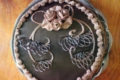 Bolo de chocolate Decorações da pastelaria Pastelaria doce foto de stock