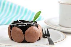 Bolo de chocolate delicioso com café Imagens de Stock Royalty Free