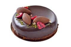 Bolo de chocolate extravagante com as framboesas decoradas Imagem de Stock Royalty Free