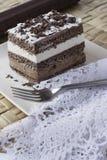 Bolo de chocolate. musse e creme de chantilly Foto de Stock Royalty Free
