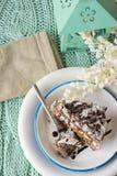 Bolo de chocolate. musse e creme de chantilly Fotografia de Stock Royalty Free