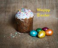 Bolo de Easter e ovos de easter Easter feliz Foto de Stock Royalty Free