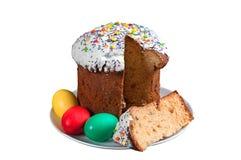 Bolo de Easter e ovos pintados Fotos de Stock