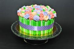 Bolo de florescência colorido do ramalhete das rosas Imagens de Stock Royalty Free