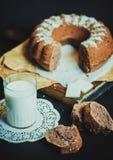 bolo de frutas, leite, fundo Imagem de Stock