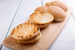 Bolo de Hamburger grelhado fotos de stock royalty free