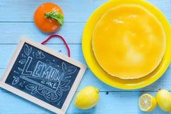 Bolo de queijo caseiro do limão, Fotografia de Stock