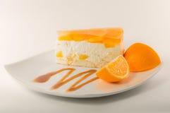 Bolo de queijo com geleia alaranjada Fotos de Stock Royalty Free