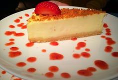 Bolo de queijo com morango Imagem de Stock Royalty Free