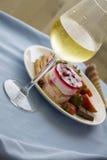 Bolo de queijo da framboesa e vidro do champanhe Imagem de Stock Royalty Free