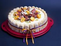 Bolo de queijo decorado com figo e kumquat Imagens de Stock