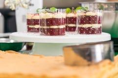 Bolo de queijo delicioso na cafetaria Fotografia de Stock Royalty Free