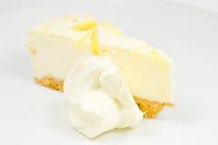 Bolo de queijo do limão Fotos de Stock Royalty Free