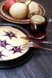Bolo de queijo e frutos Fotos de Stock