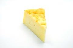 Bolo de queijo no fundo branco Fotografia de Stock