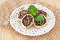 Βραζιλιάνο επιδόρπιο Bolo de rolo σοκολάτας (ελβετικός ρόλος, κέικ ρόλων) Στοκ Εικόνες
