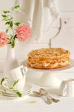 Bolo do biscoito amanteigado com merengue fotografia de stock