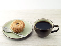 Bolo do café preto e do copo Fotografia de Stock