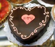 Bolo do coração do chocolate fotos de stock