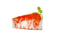 Bolo do crepe da morango, fonte da morango na parte superior com folhas de hortelã Imagens de Stock Royalty Free