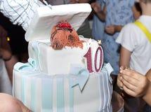 Bolo do feliz aniversario por 10 anos imagem de stock royalty free