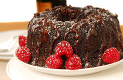 Bolo do fudge de chocolate com Champagne Fotografia de Stock Royalty Free