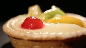 Bolo doce com açúcar, sabores e a sobremesa gorda, insalubre, risco de excesso de peso video estoque