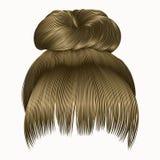 Bolo dos cabelos das mulheres com cores louras da franja Estilo da beleza da forma Fotos de Stock Royalty Free