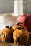 Bolo dos palitos, da banana, leite e biscoitos com café preto mim Imagem de Stock