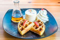 Bolo dos waffles Imagens de Stock